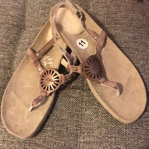 NWT UGG sandals
